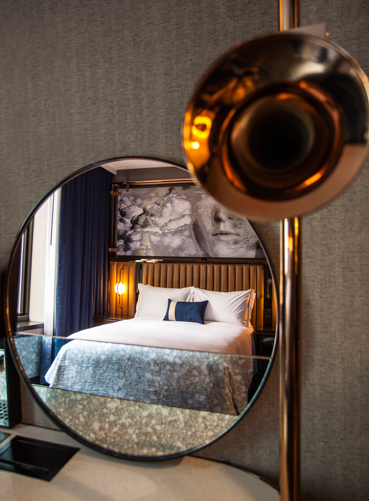 Downtown Chicago Hotel | Hotel EMC2 Autograph Collection